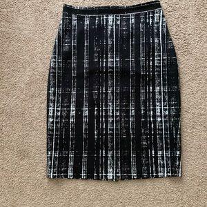 Banana Republic Black And White Midi Skirt Size:10